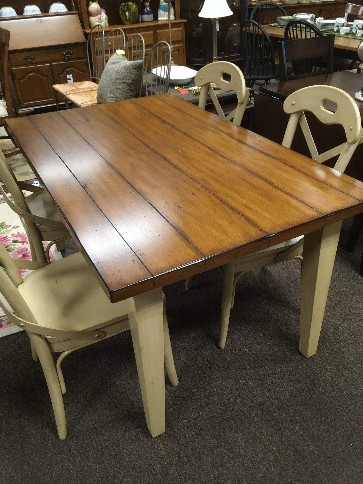 Pier One Table/w 4  Chairs<br /> <br /> 60&quot;(l) x 36&quot;(w)