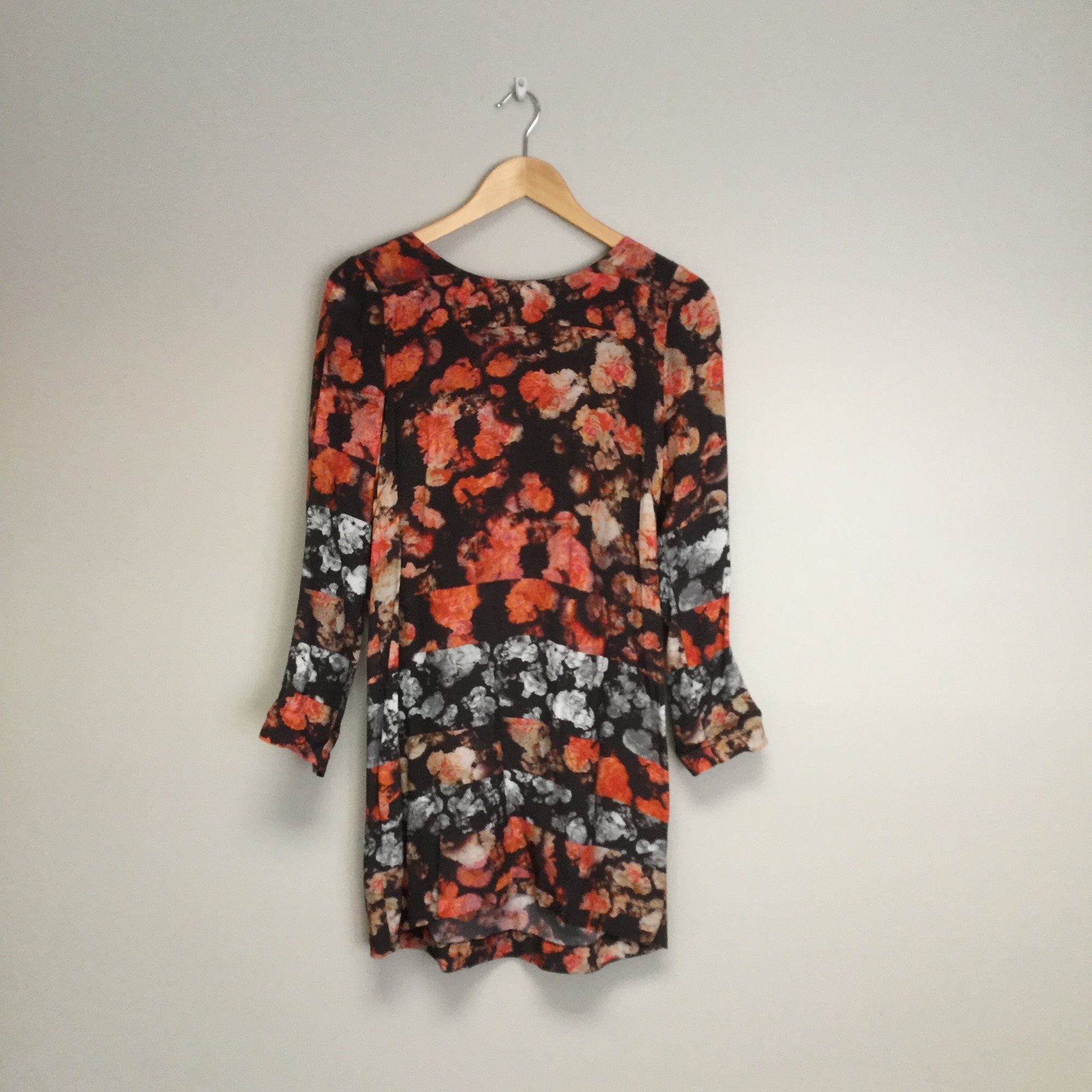 Sam &amp; Lavi Floral Zip Up Back<br /> Size M<br /> Peach/Brown<br /> $56.00