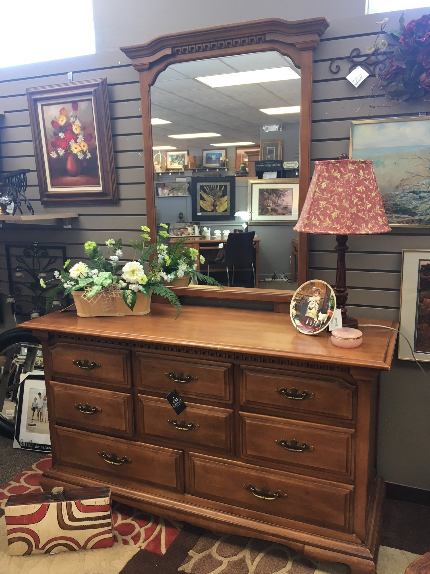 Thomasville maple dresser with mirror.