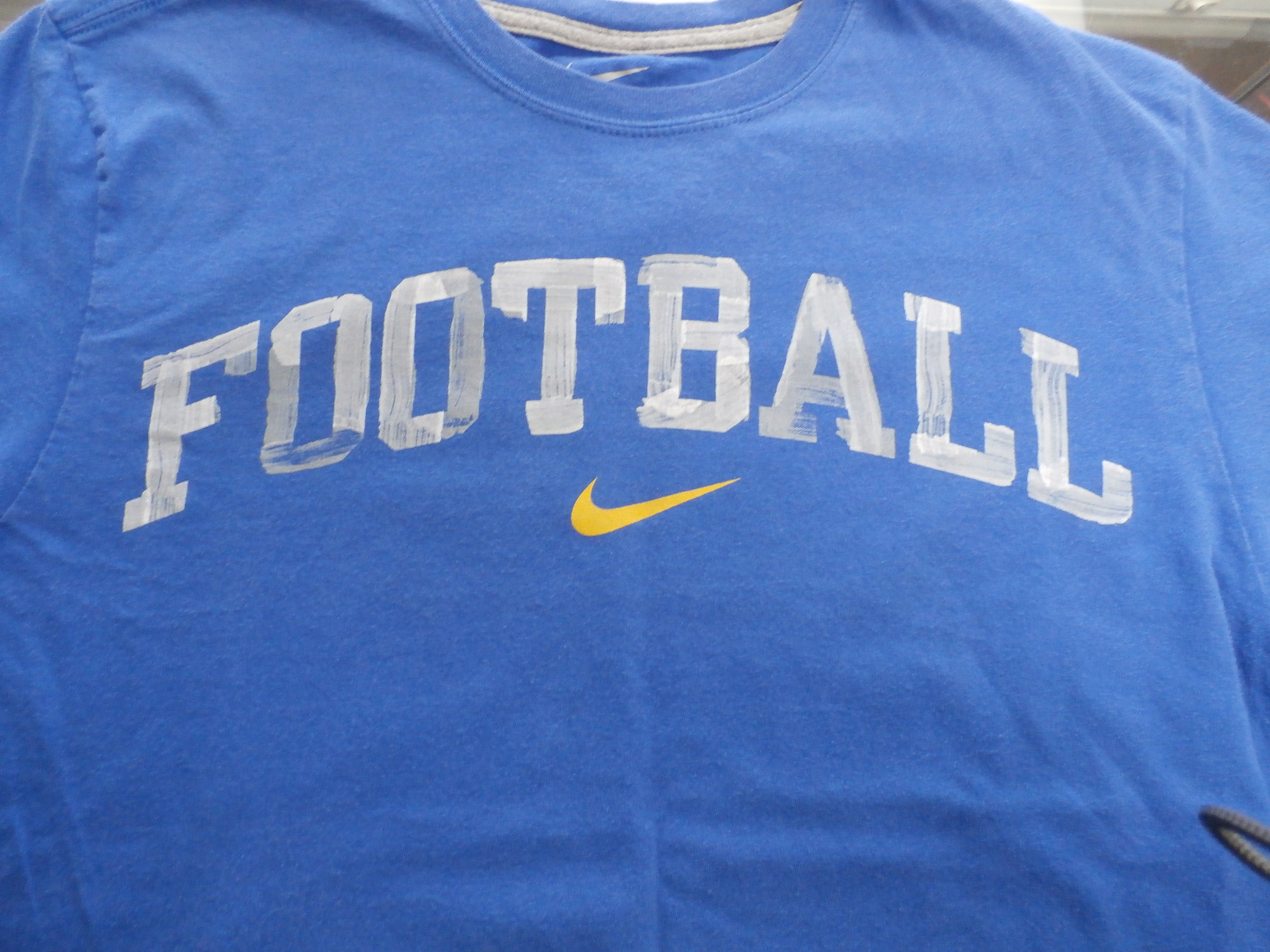 4a77dc047bc9 Men s Nike Football shirt size Large blue short sleeve  30097 br    Rating