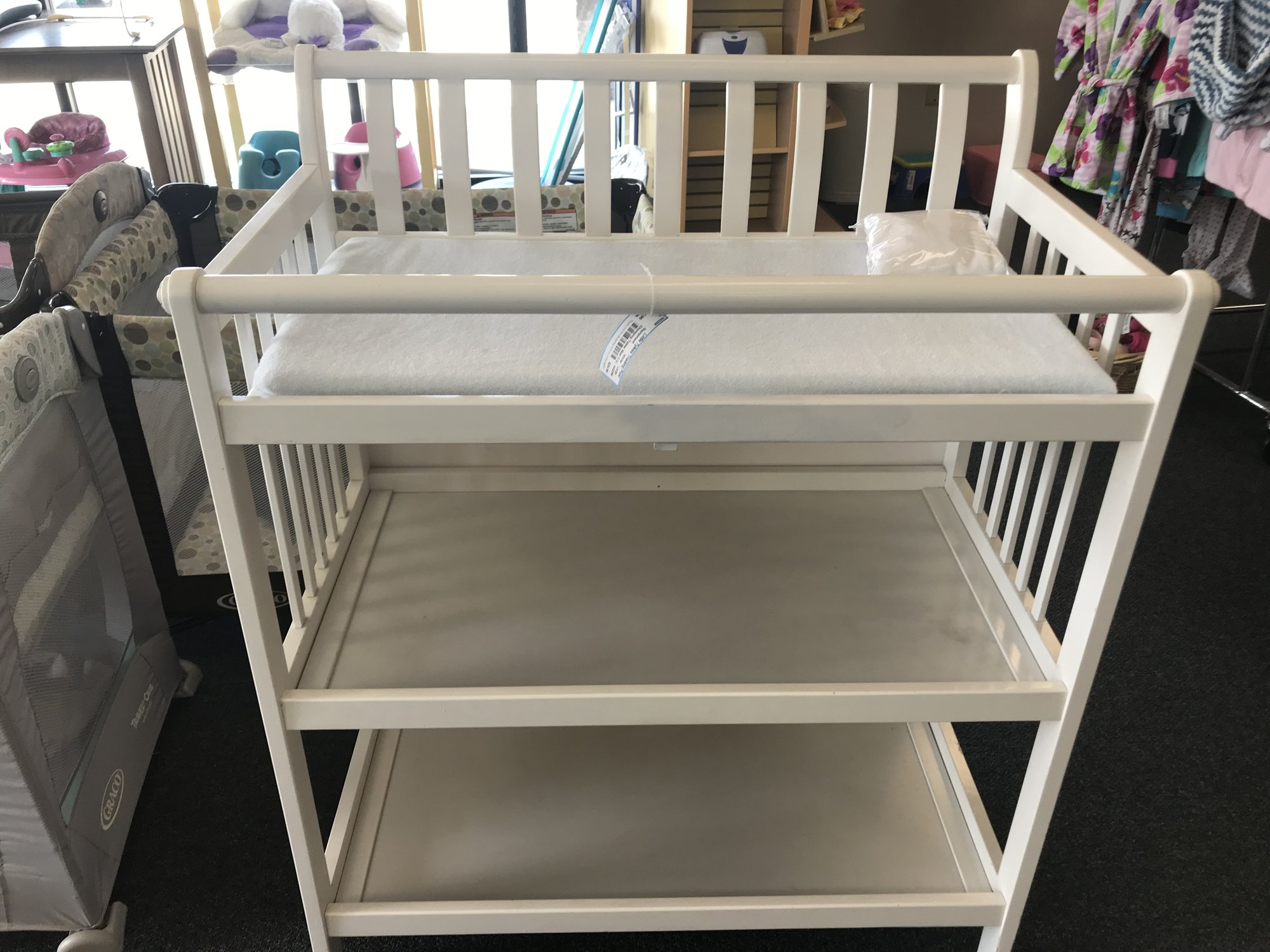Changing Table/ Mat/ 2 Covers, sturdy and in great condition