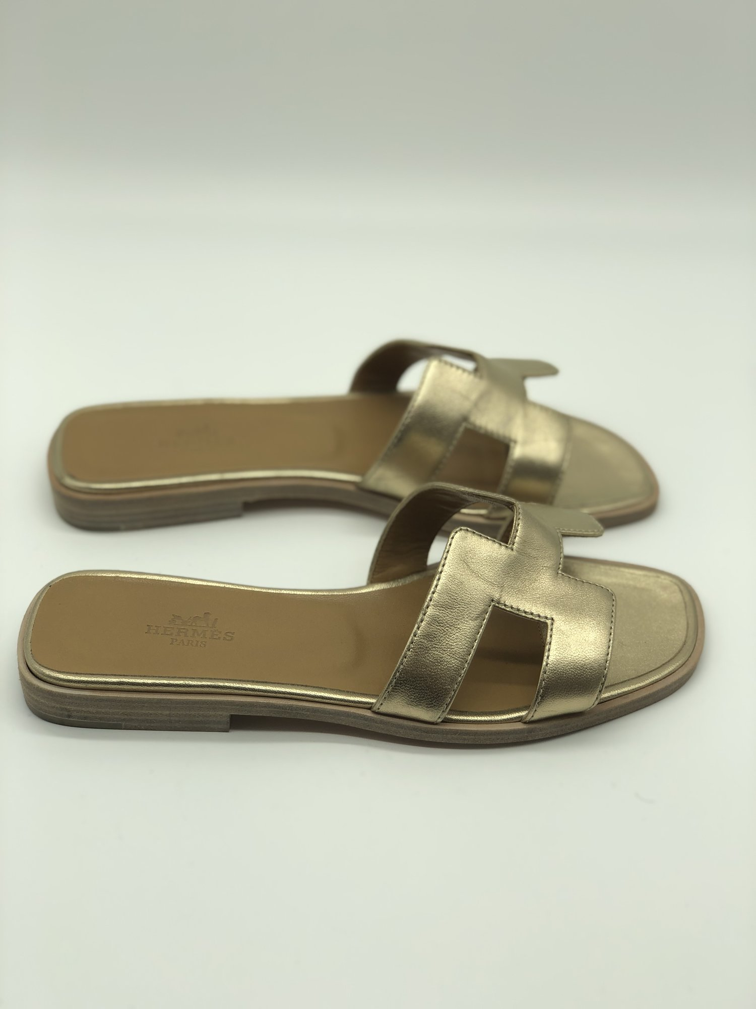Hermes Oran Sandal, Gold, Size: 36<br /> <br /> Condition: EXCELLENT. Like new