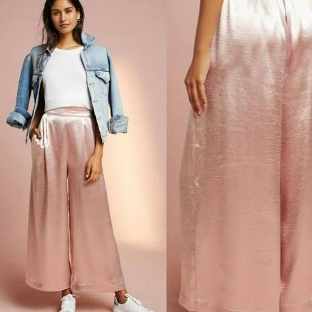 Gently used condition Anthropologie Porridge Satin Wide Leg Crops In Rose Quartz Size S