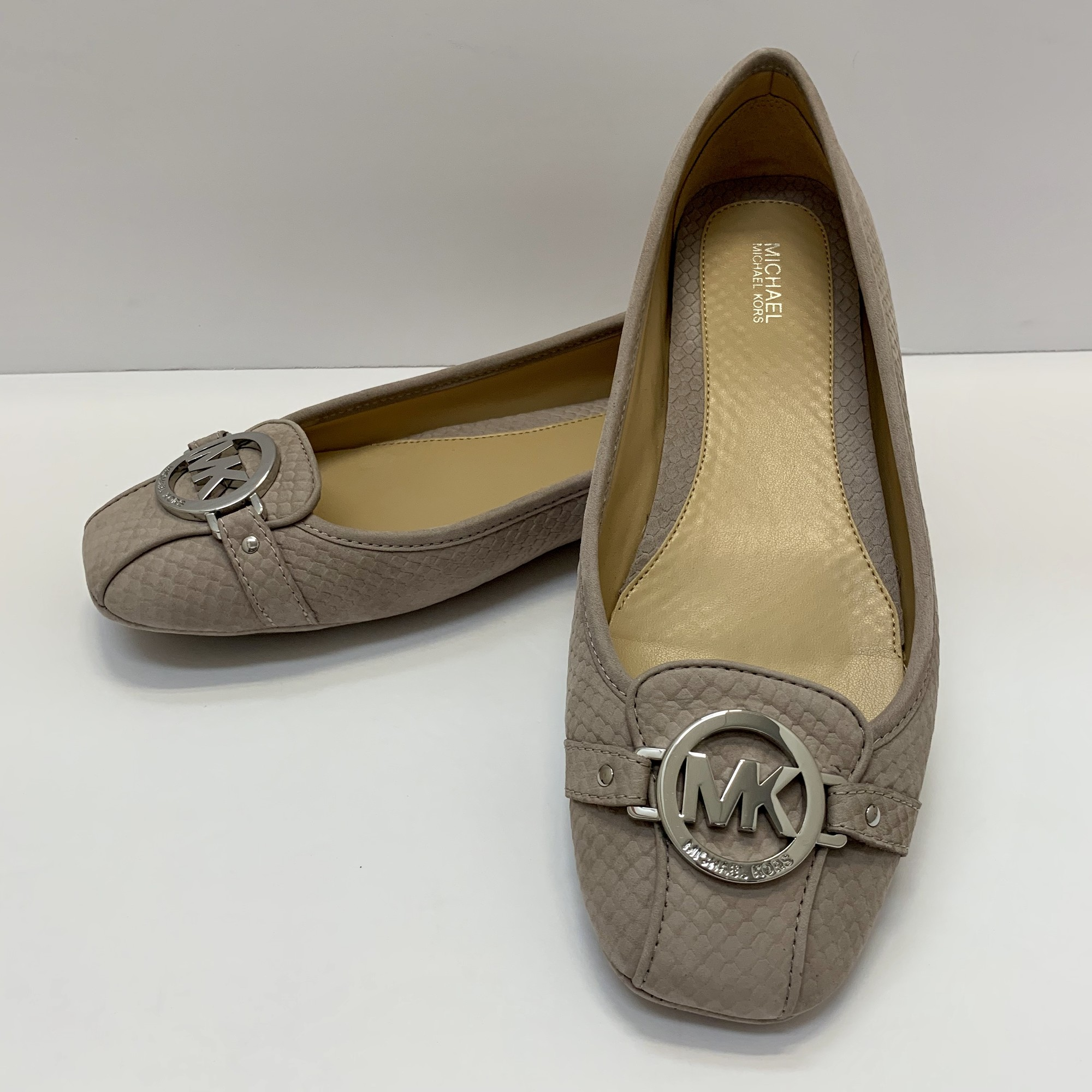 Michael Kors Fullton Flat<br /> Light Mink<br /> Leather, Size: 10