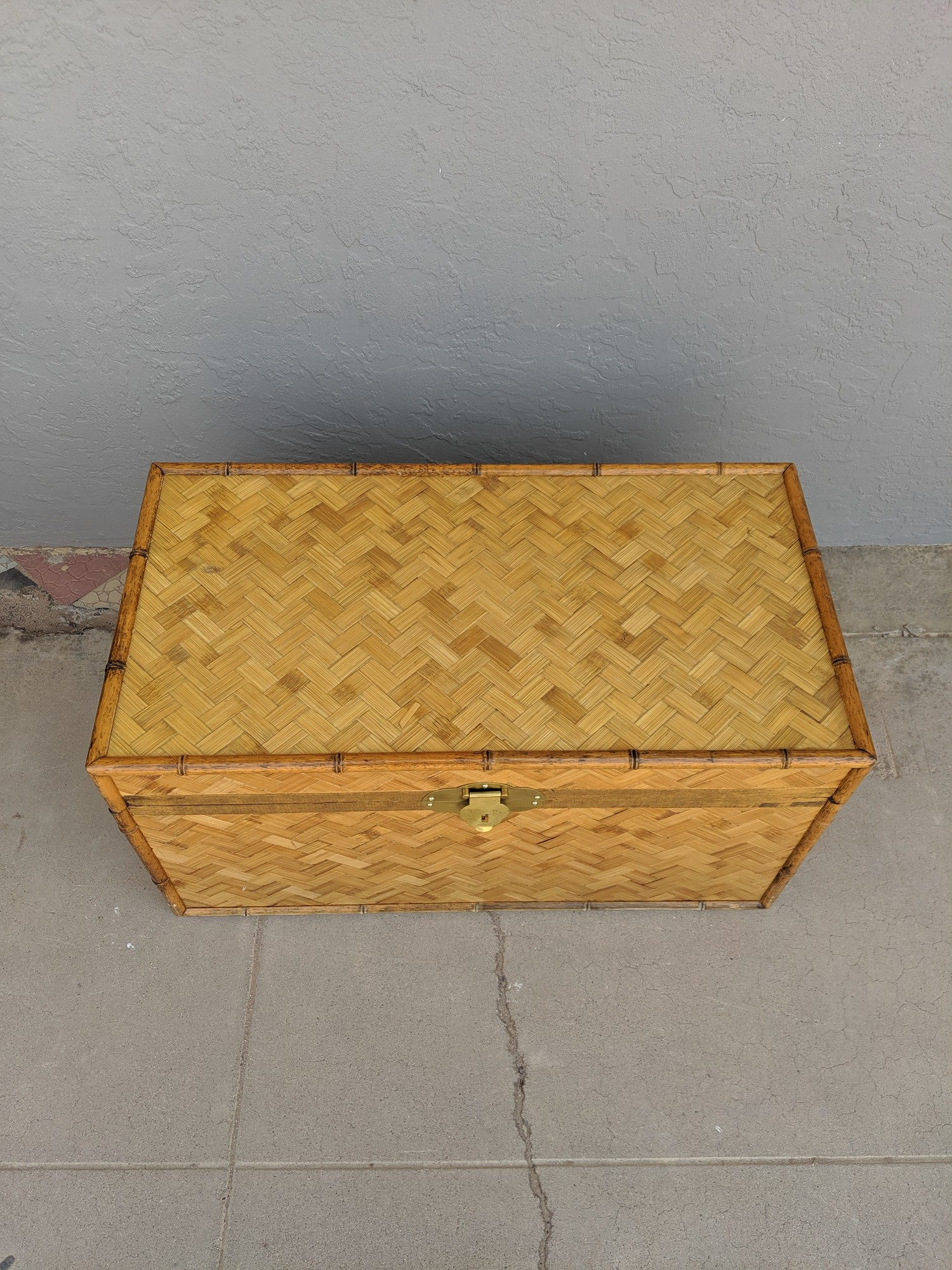 Woven Trunk W/ Handles<br /> Natural<br /> Size: 31.5x17x17