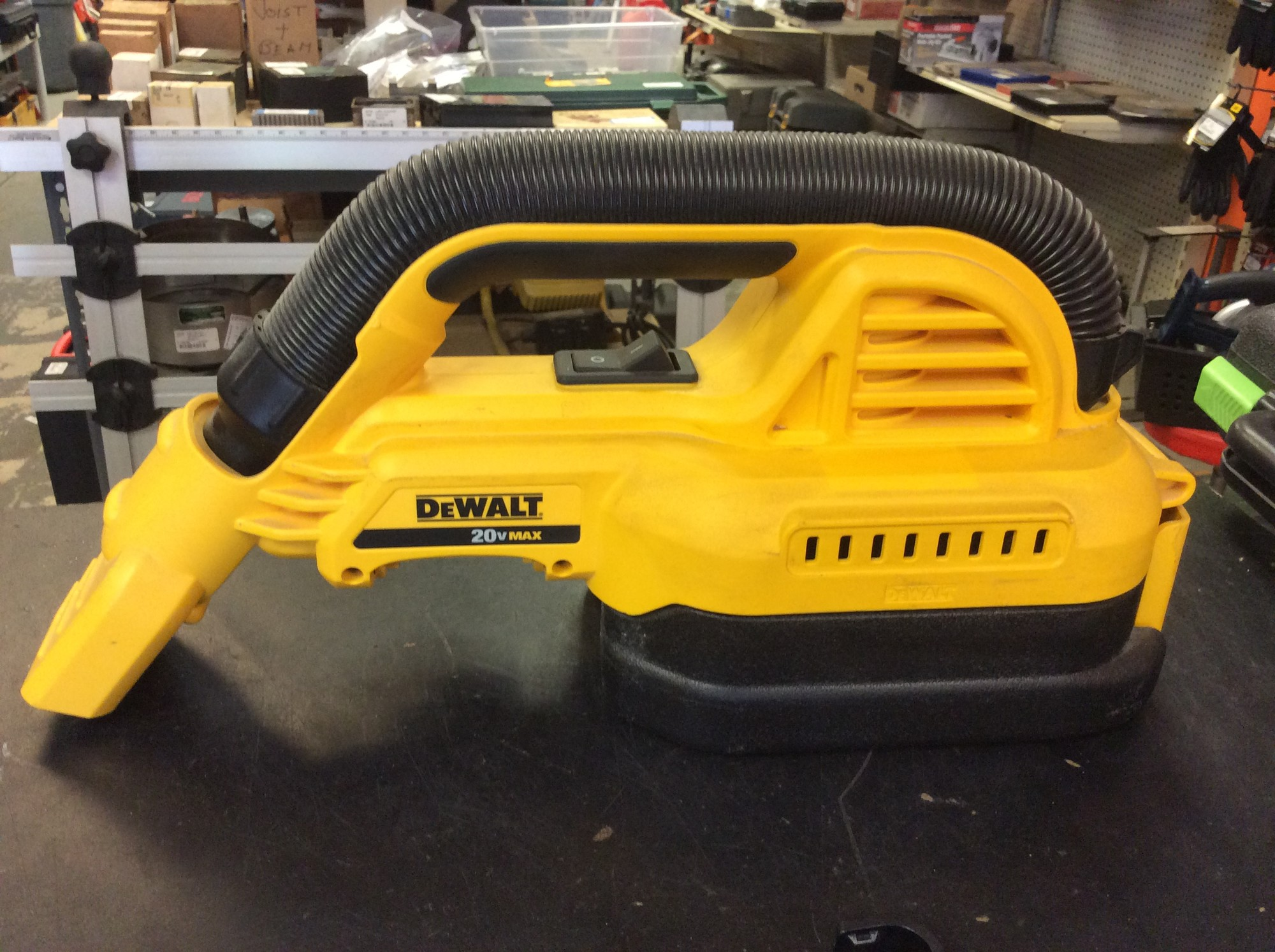 DeWALT DCV517 20V MAX Cordless 1/2-Gallon Portable Wet / Dry Vacuum.<br /> <br /> *TOOL ONLY, NO BATTERIES*