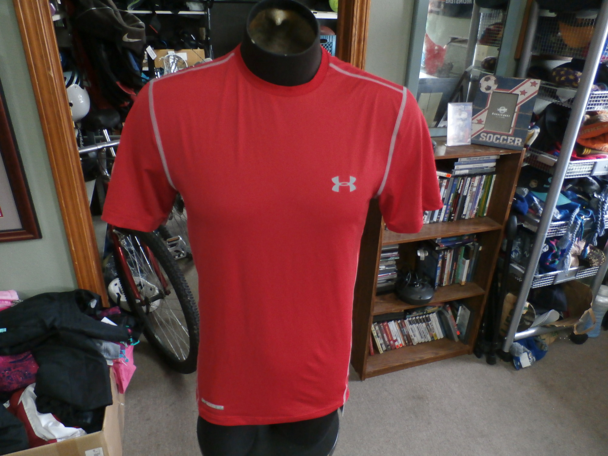 "Under Armour HeatGear red short sleeve shirt size M polyester #34159<br /> Rating: (see below) 2- Great Condition<br /> Team: n/a<br /> Player: n/a<br /> Brand: Under Armour<br /> Size: Men's Medium- (Measured Flat: Across chest 19""; Length 28"")<br /> Measured Flat: underarm to underarm; top of shoulder to bottom hem<br /> Color: red<br /> Style: short sleeve; screen printed<br /> Material: 90% polyester 10% spandex<br /> Condition: 2- Great Condition: gently used (see photos)<br /> Item #: 34159<br /> Shipping:<br /> Rating: (see below) 2- Great Condition<br /> Team: n/a<br /> Player: n/a<br /> Brand: Under Armour<br /> Size: Men's Medium- (Measured Flat: Across chest 19""; Length 28"")<br /> Measured Flat: underarm to underarm; top of shoulder to bottom hem<br /> Color: red<br /> Style: short sleeve; screen printed<br /> Material: 90% polyester 10% spandex<br /> Condition: 2- Great Condition: gently used (see photos)<br /> Item #: 34159<br /> Shipping: FREE"
