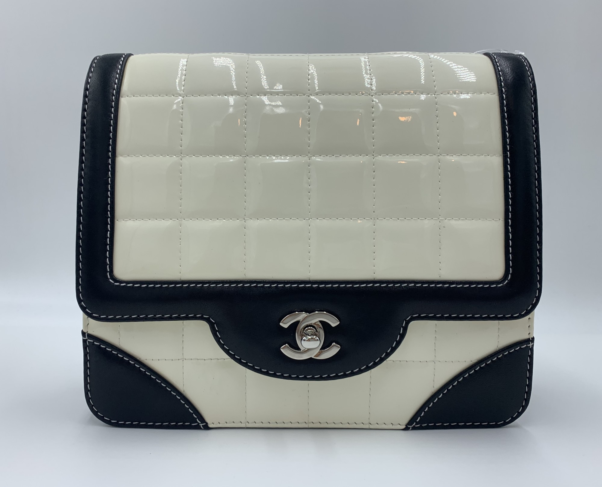"Chanel Patent Quilted Fla, Wht.Blk, Size: S<br /> <br /> Condition: EXCELLENT. Tiny pen mark on back<br /> <br /> 8""W x 9""H x 3""D<br /> 9"" or 18"" sliding chain strap"