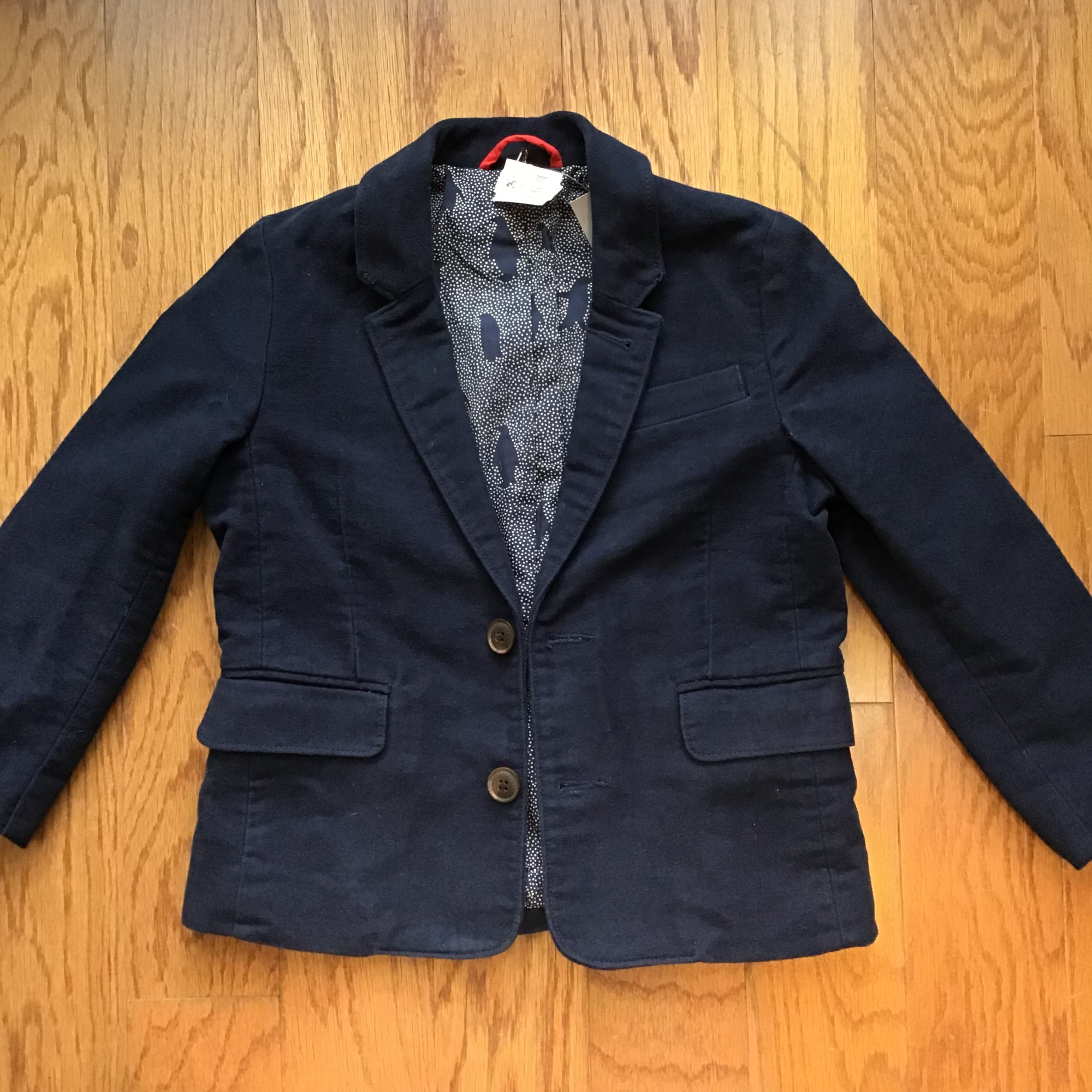 Mini Boden Blazer, Navy, Size: 5-6<br /> <br /> <br /> Fabric feels suede like<br /> <br /> <br /> ALL ONLINE SALES ARE FINAL. NO RETURNS OR EXCHANGES.