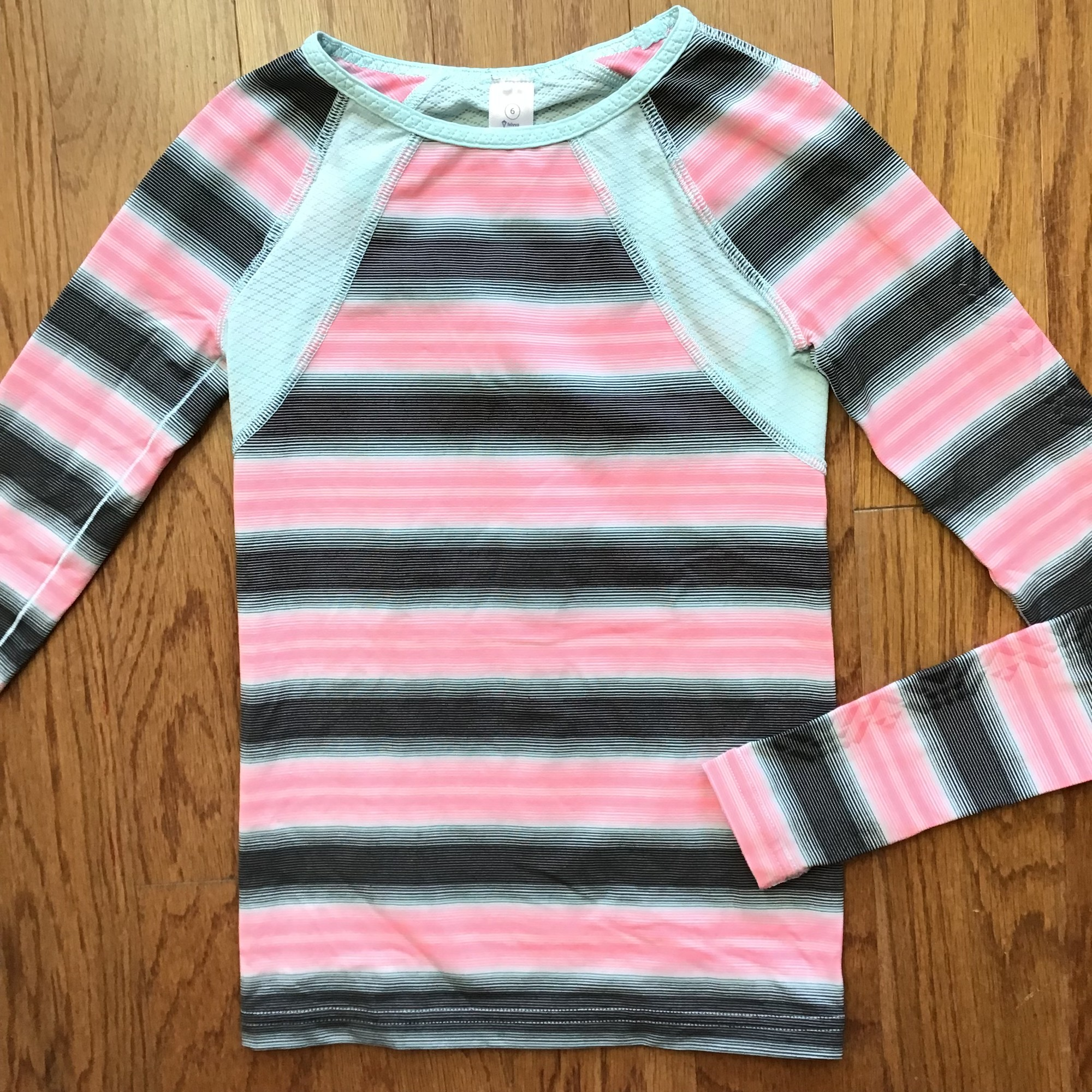 Ivivva Shirt, Stripe, Size: 6<br /> <br /> <br /> <br /> ALL ONLINE SALES ARE FINAL. NO RETURNS OR EXCHANGES.