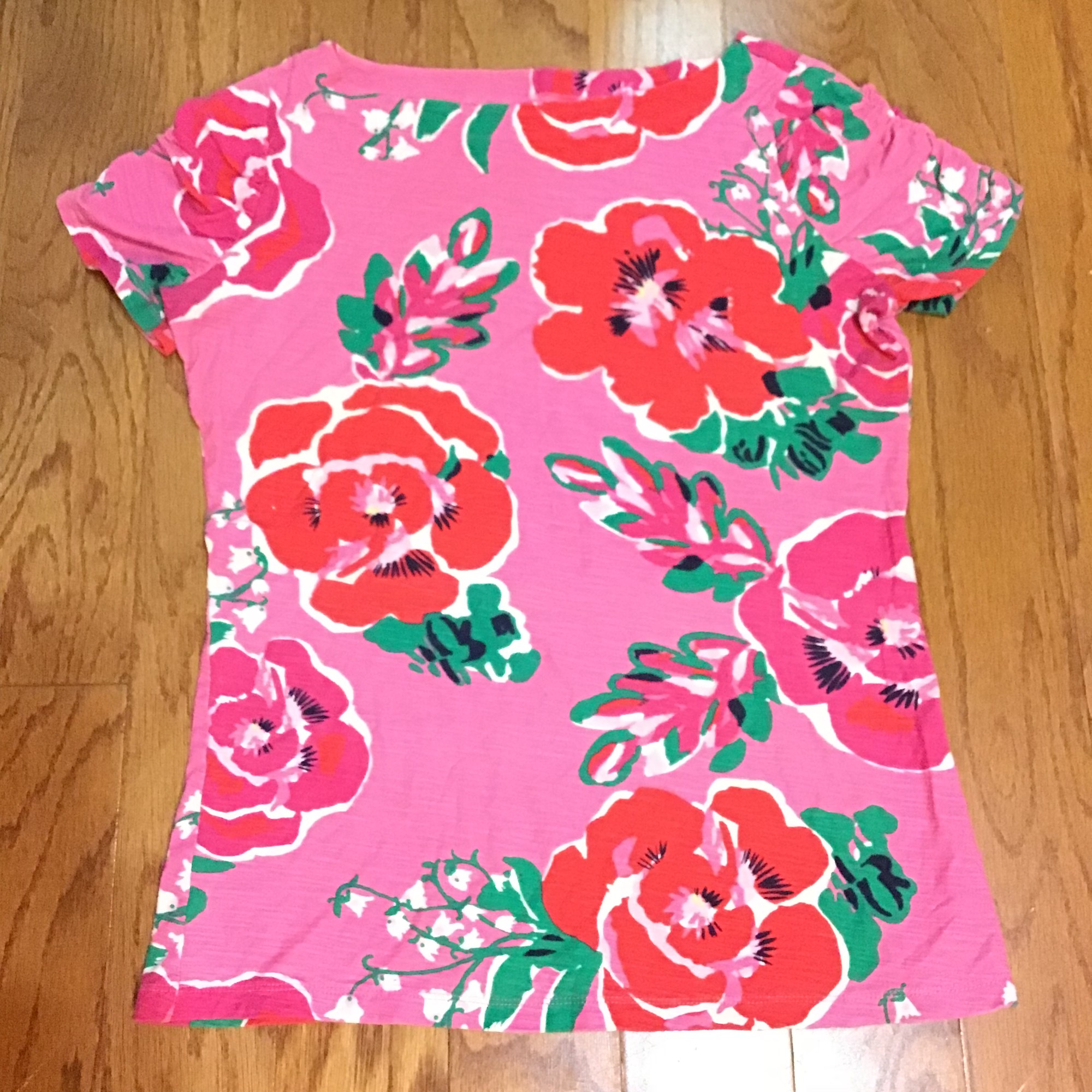 Lilly Pulitzer Shirt, Pink, Size: Large<br /> <br /> <br /> ALL ONLINE SALES ARE FINAL. NO RETURNS OR EXCHANGES.