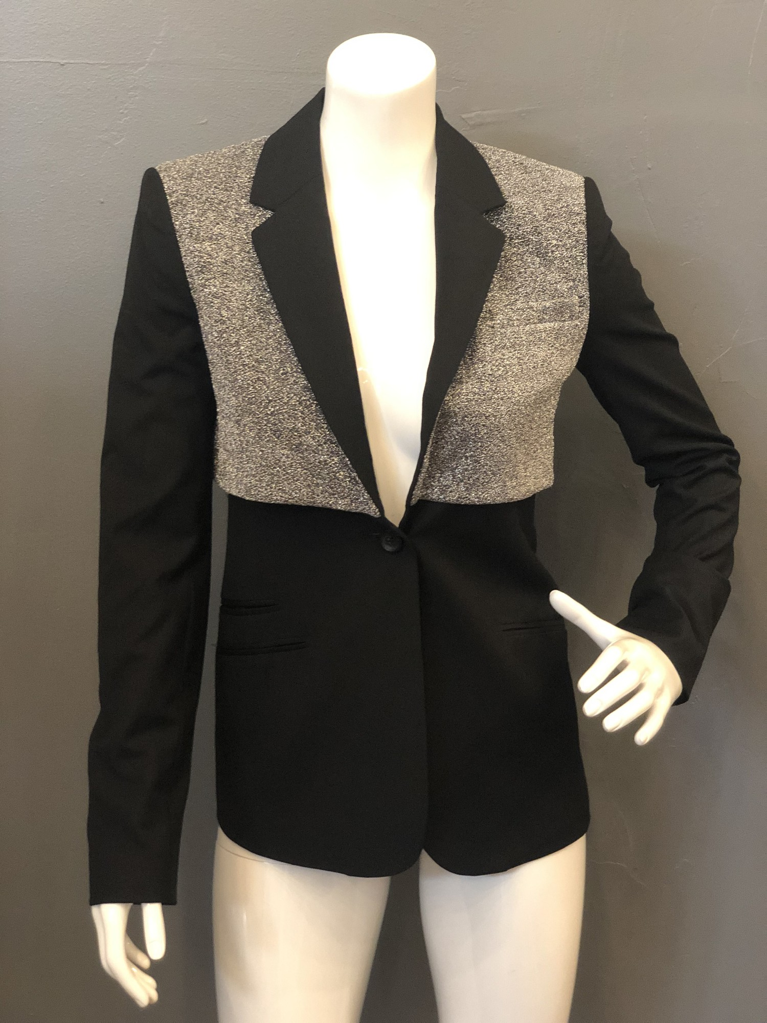 Elizabeth & James double rex Blazer, Slvr/blk, Size: 0<br />  new with tags<br /> 64% acrylic<br /> 20% nylon<br /> 8% polyester<br /> 2% elastane