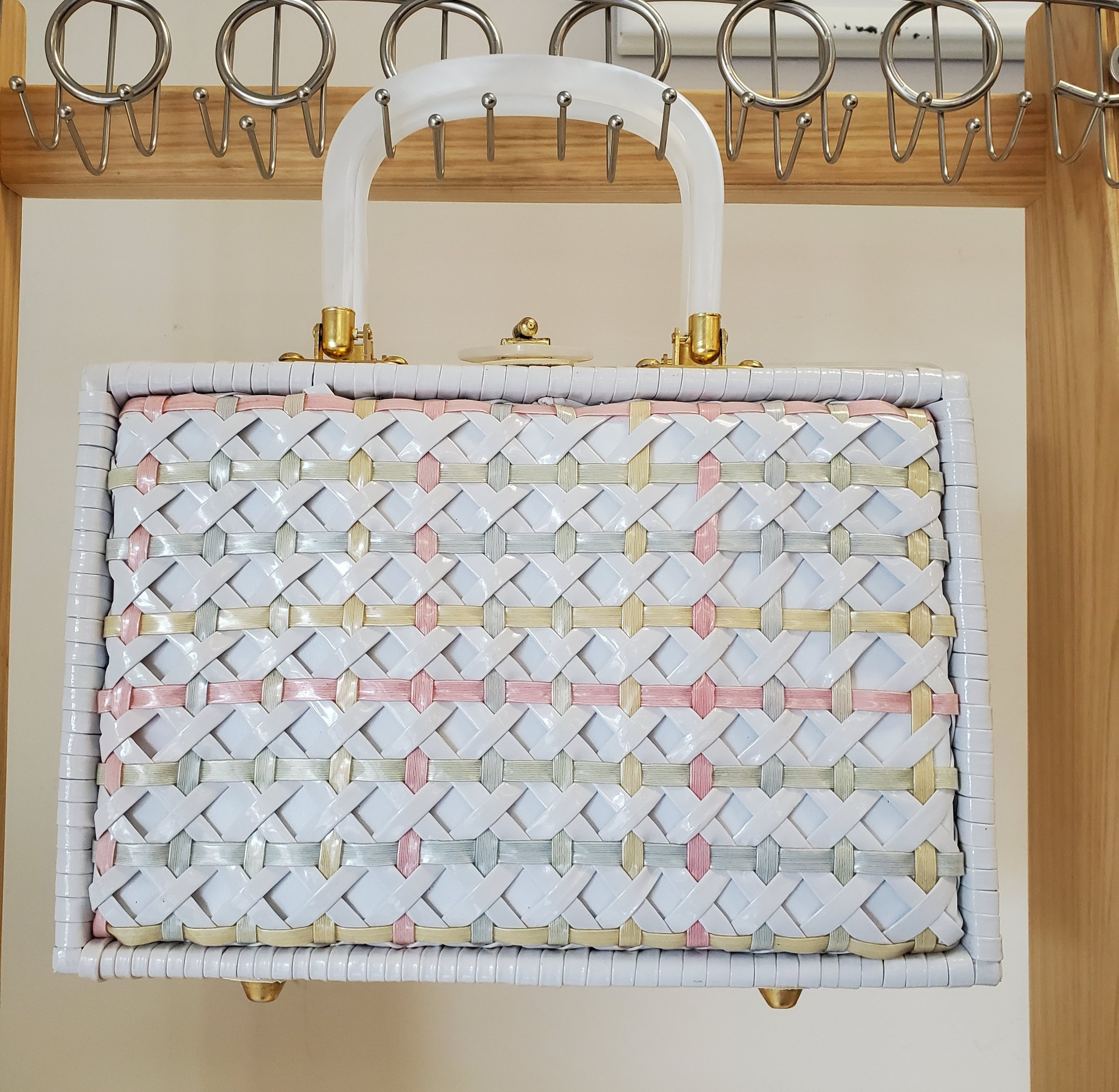 Stylecraft Miami<br /> Woven white with pink/gray<br /> Lunch box Style