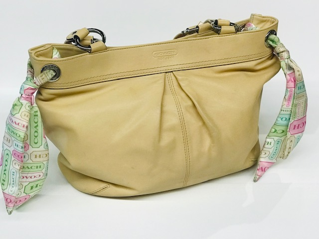 "Coach Tan Leather with 2 scarfs, Tan handbang<br /> Green Pink and tan scarfs    Size: 15""x12"""