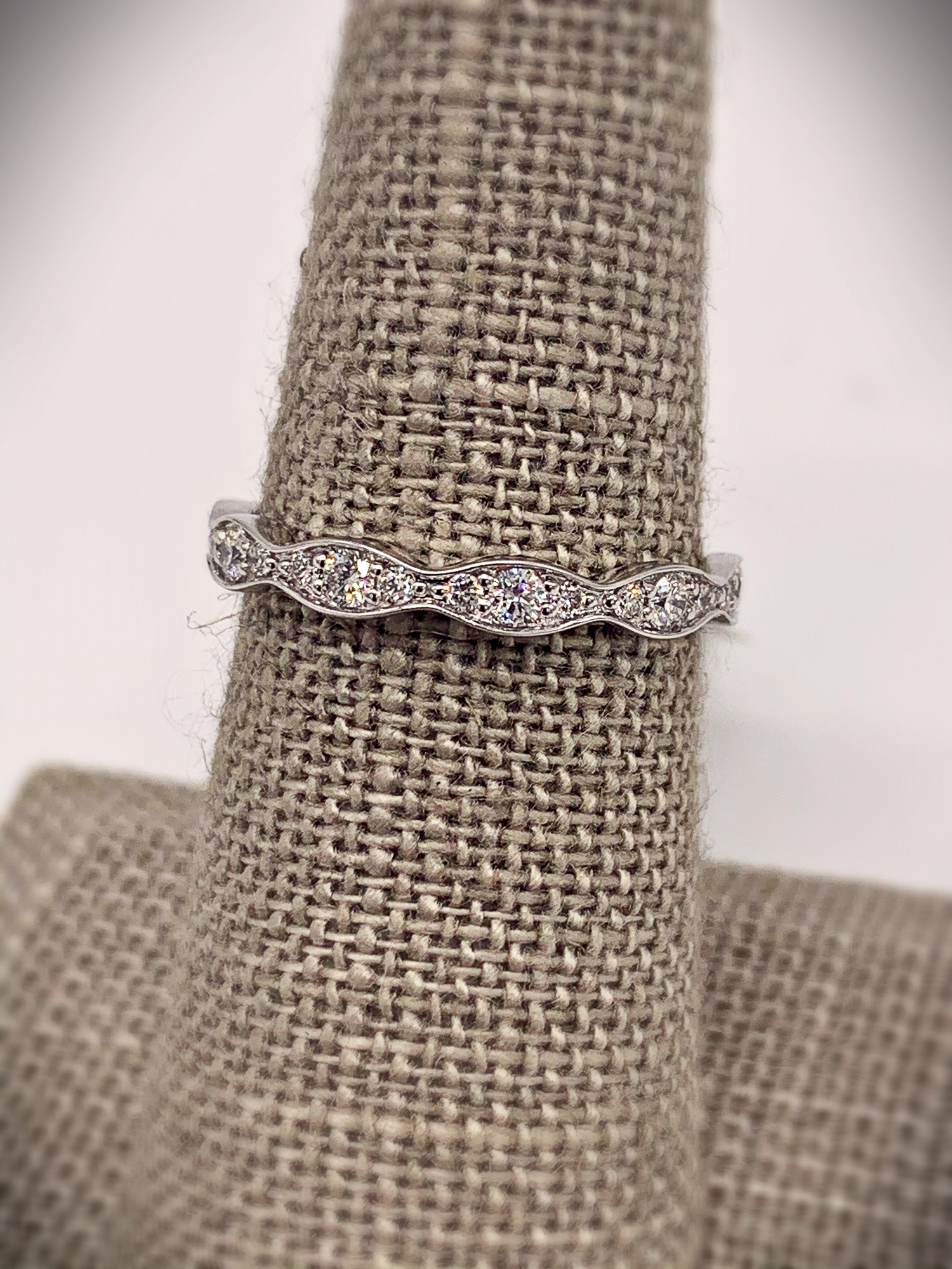 14K WG  .40ctw Diamond Fancy Band w/ 21 Brilliant white diamonds.<br /> <br /> 14K .40ctw Dia Fancy Band, Size: SHH