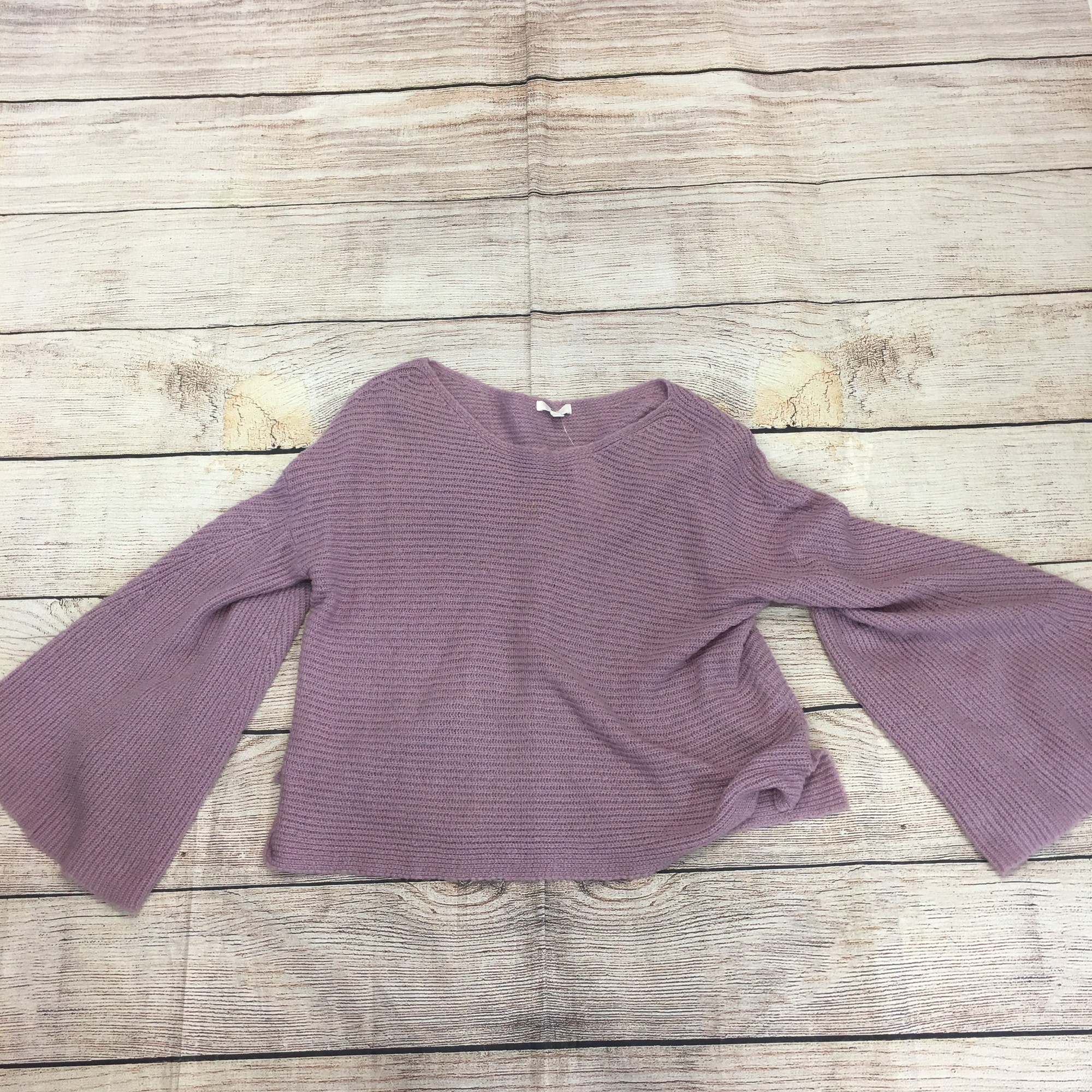 Purple sweater, size large. In great conditon!!!