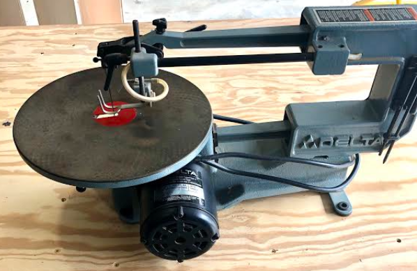 "Scroll Saw, Delta 40-560 Size: 16""<br /> 2 speed<br /> <br /> NO SHIPPING"