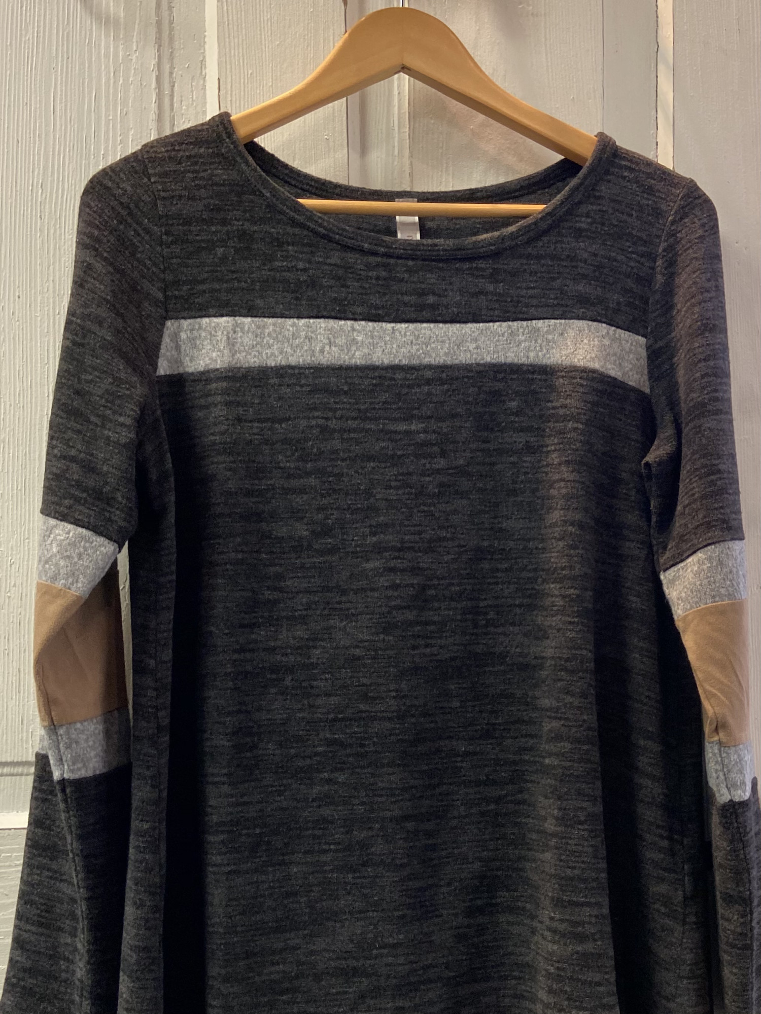 Gry/taupe Stripe Top<br /> Grey<br /> Size: Large