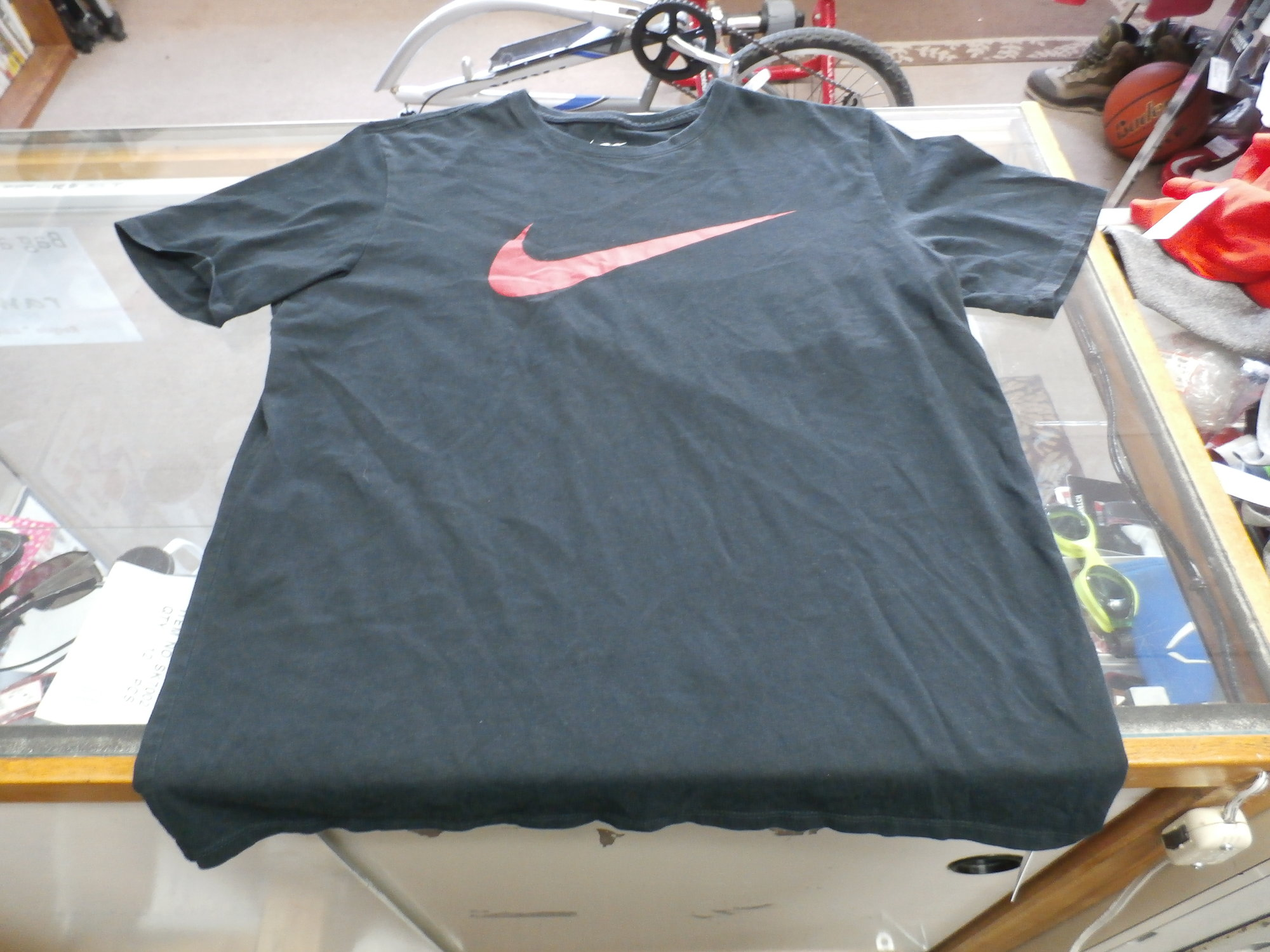 The Nike Tee Men&#039;s Athletic Cut Short Sleeve Shirt Size Large Black Cotton#25366<br /> Rating:   (see below) 3 - Good Condition<br /> Team: n/a<br /> Player: n/a<br /> Brand: Nike<br /> Size: Large - Men&#039;s(Measured Flat: Across chest 20&quot;, length 26&quot;)<br /> Measured flat: arm pit to arm pit; top of shoulder to the hem<br /> Color: Black<br /> Style: short sleeve screen pressed shirt; Athletic Cut<br /> Material: 100% Cotton<br /> Condition: - Good Condition - wrinkled; material looks and feels good; light pilling and fuzz; normal signs of wear; no stains rips or holes<br /> Item #: 25366<br /> Shipping: FREE