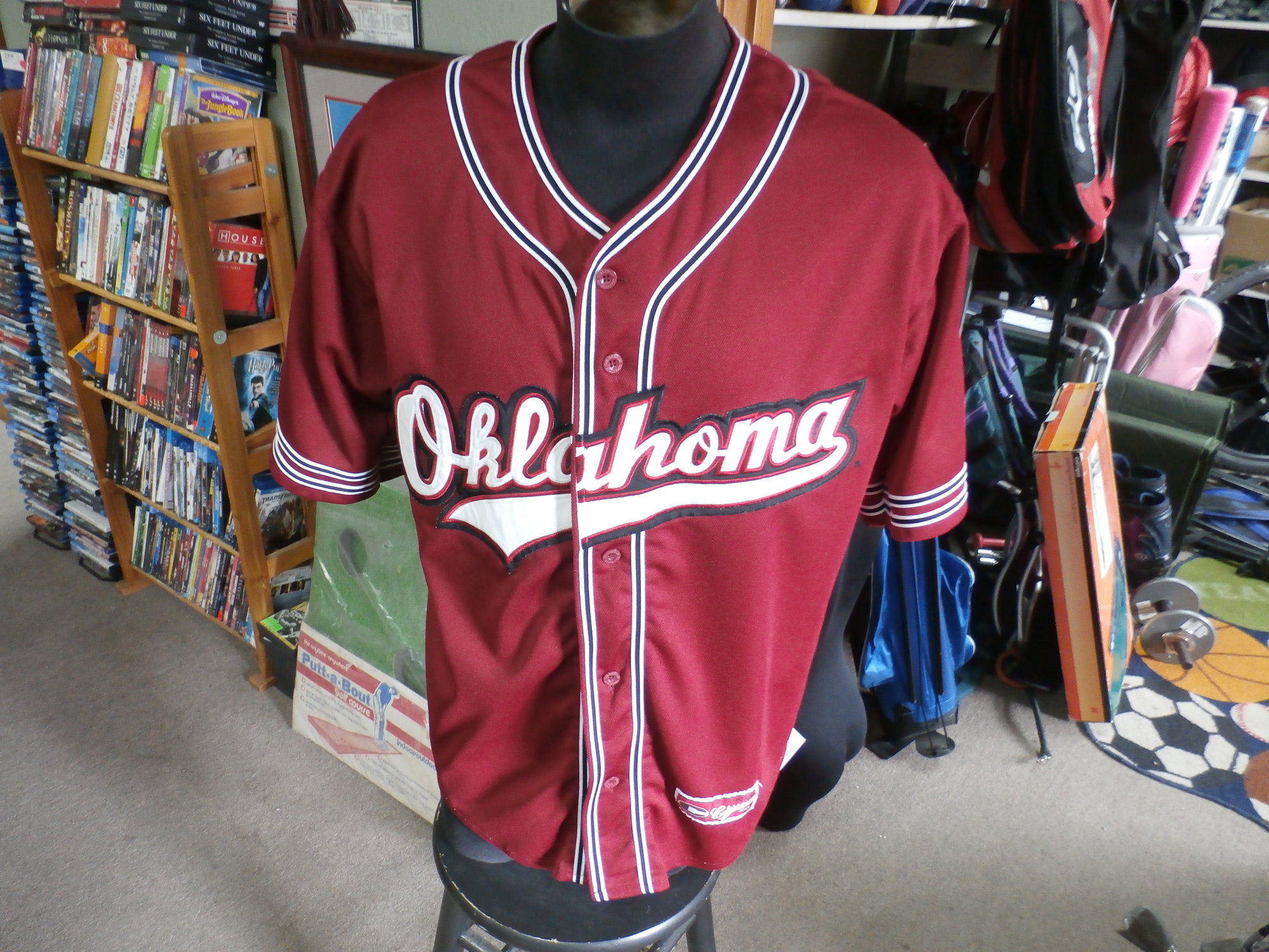 Oklahoma Sooners Colosseum jersey Large #25429<br /> Our Clothes Rating: 3 - Good Condition<br /> Brand: Reebok<br /> size: Men&#039;s Large- (Across chest: 24&quot; Length: 29&quot;)<br /> color: red<br /> Style: short sleeve; embroidered; button up<br /> Condition: 3- Good Condition - some pilling and fuzz; some fading and discoloration; wrinkles; some stretching and wear from washing and wearing; small snags throughout; no stains; no rips or tears<br /> Shipping: FREE<br /> Item #: 25429