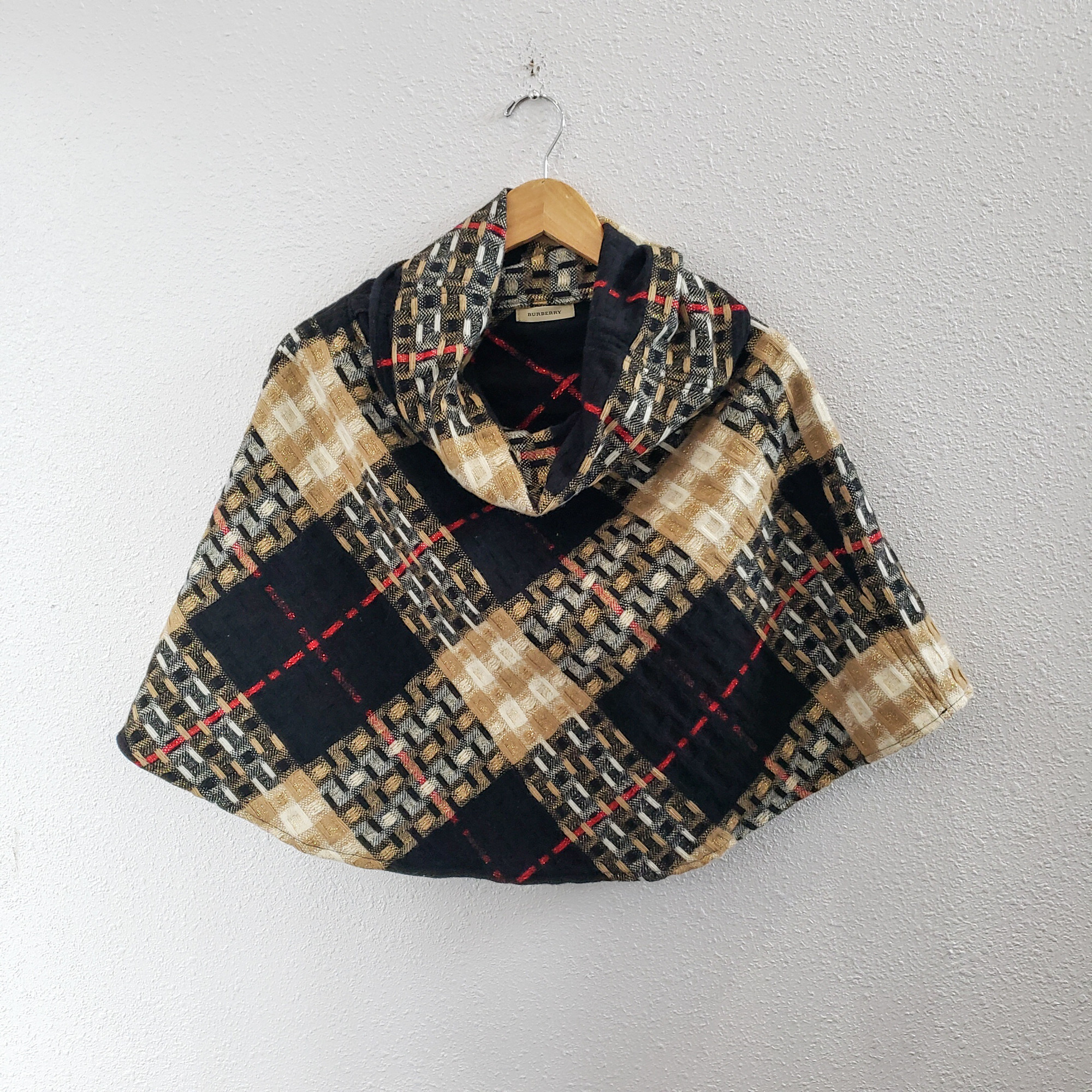 Burberry<br /> 90% Wool 10% Cashmere